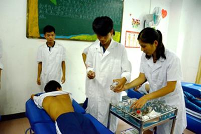 贵州中医药职业学校-中医康复保健专业学生临床操作